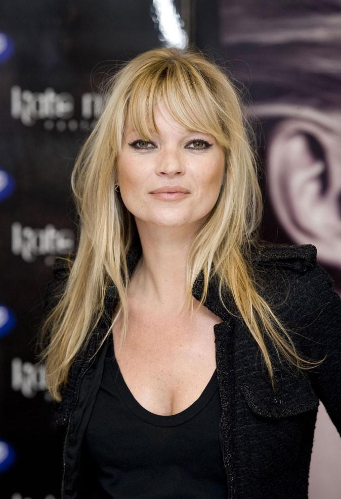 Coiffure de star : les cheveux blonds méchés de Kate Moss