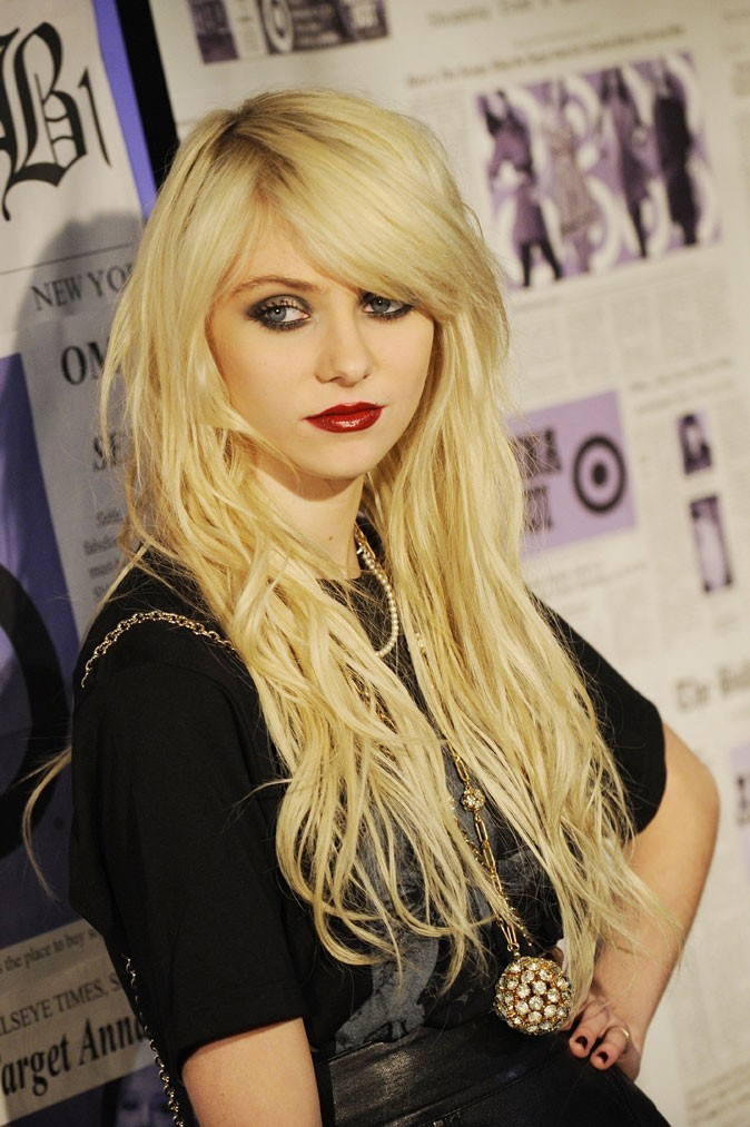 Coiffure de star : les extensions blondes de Taylor Momsen