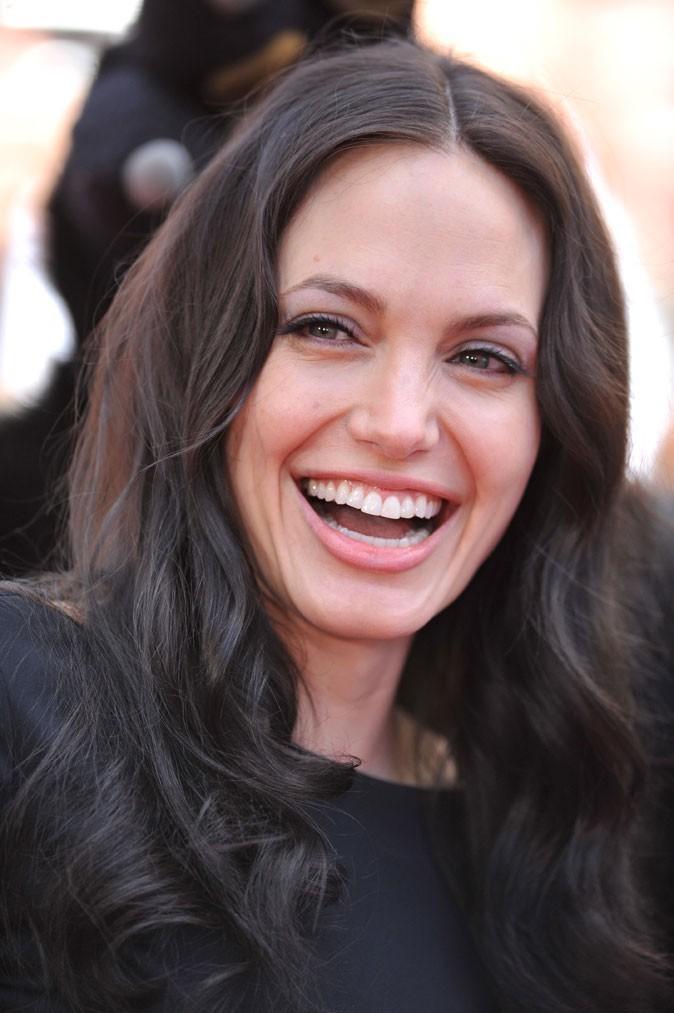 Angelina Jolie : des cheveux bouclés et bruns en 2008