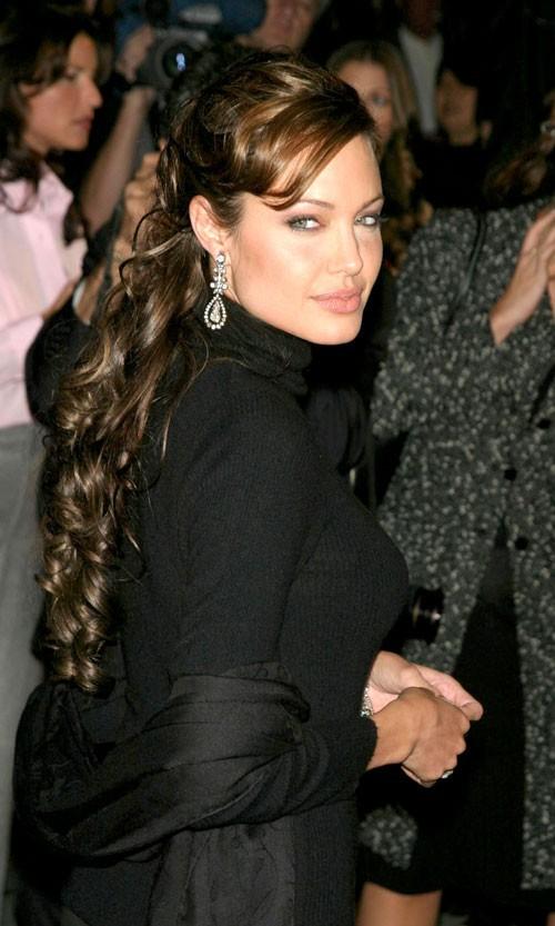 Angelina Jolie : une coiffure bouclée en 2003