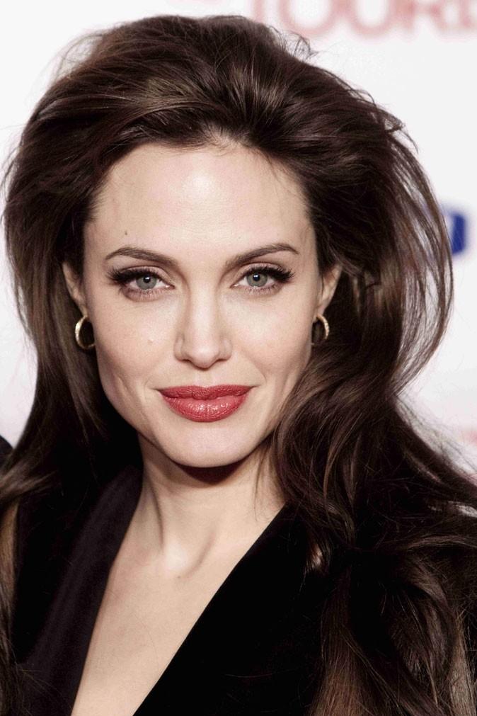 Angelina Jolie : une coiffure gonflée en 2010