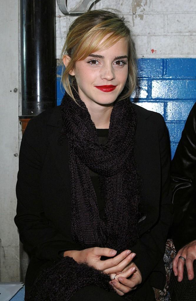 La mèche et le lipstick rouge d'Emma Watson en Septembre 2008 !
