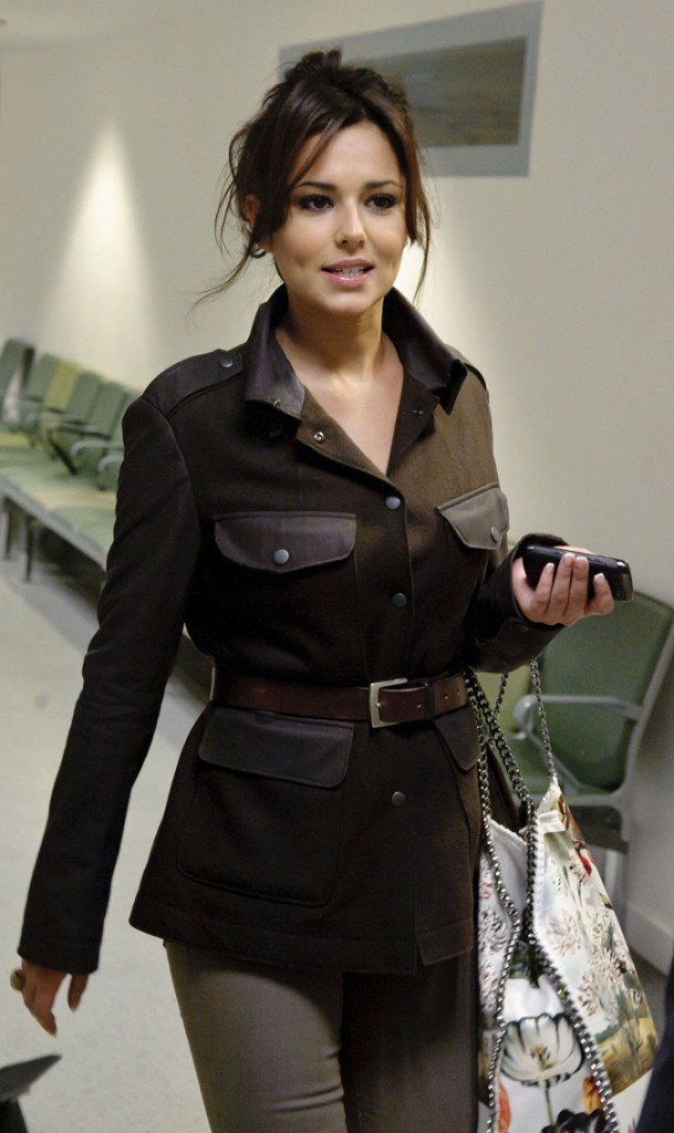 Cheryl Cole en Février 2011 : un chignon flou pour un look décontracté !