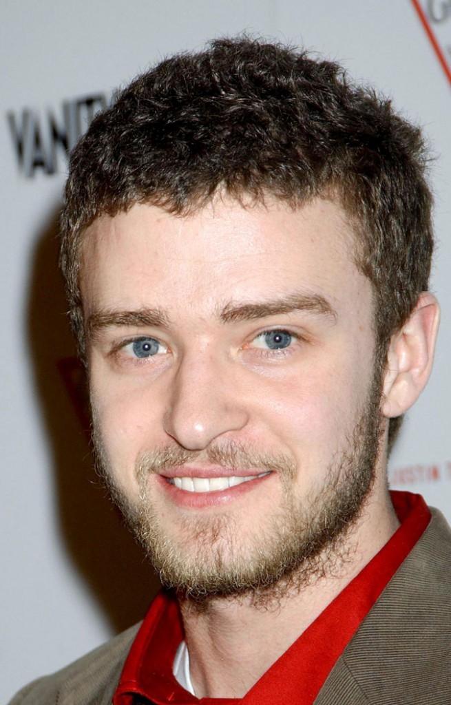 Coiffure de Justin Timberlake en 2004 : il se laisse aller niveau cheveux !