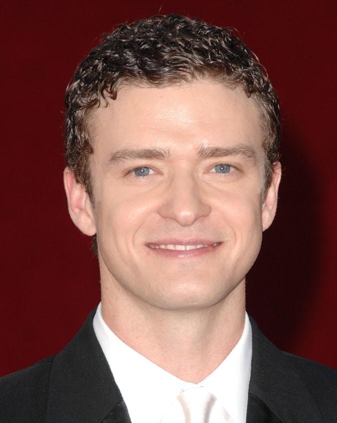 Coiffure de Justin Timberlake en 2009 : tente le gel sur cheveux bouclés