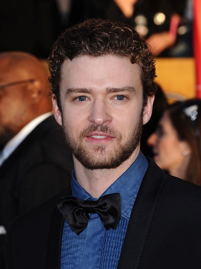 Coiffure de Justin Timberlake en 2010 : barbe et cheveux bouclés