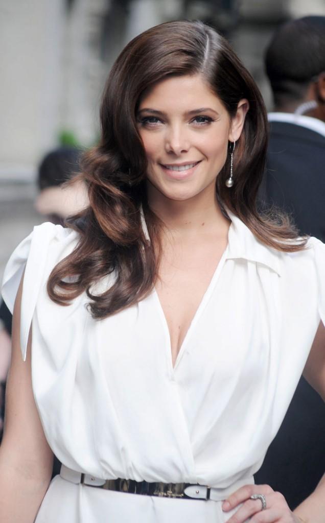 Coiffure d'Ashley Greene en juin 2011 : raie sur le côté et ondulations, une star hollywoodienne est née!