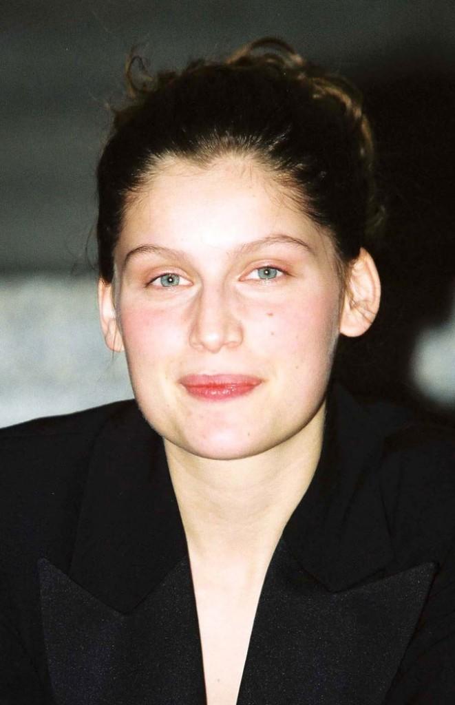 Coiffure de Laetitia Casta en 2002 : chignon simple