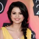 Coiffure de Selena Gomez en mars 2010 : une tresse sur le côté