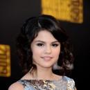 Coiffure de Selena Gomez en novembre 2009 : un style rétro