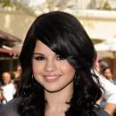 Coiffure de Selena Gomez en septembre 2008 : des cheveux noir corbeau