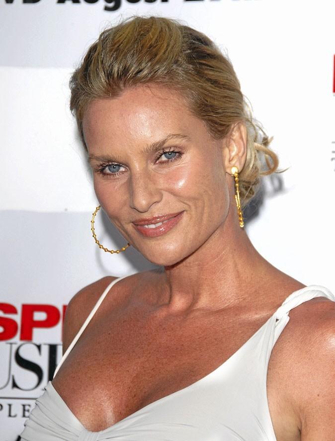 Coiffures des Desperate Housewives : des cheveux tirés en arrière pour Nicollette Sheridan