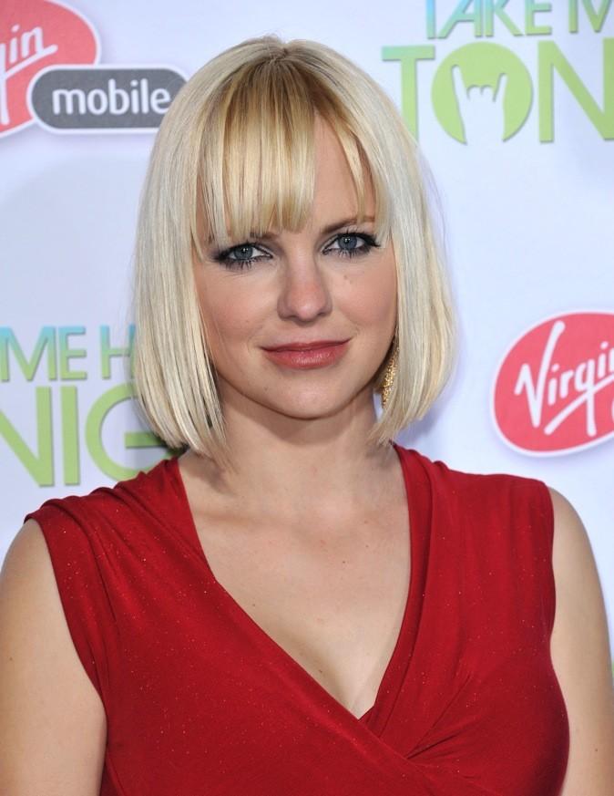 Anna Faris : frange + blond + carré = elle a tout bon !