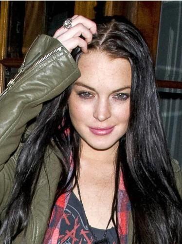 Le brun donne les cheveux gras à Lindsay Lohan !