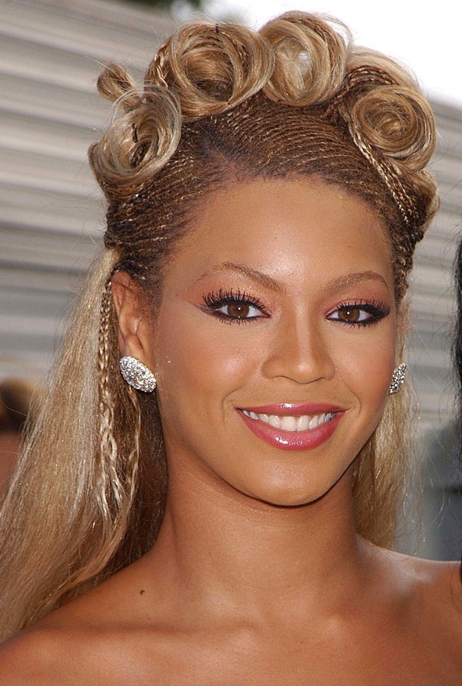 La coiffure cheap de Beyoncé en Août 2001 !