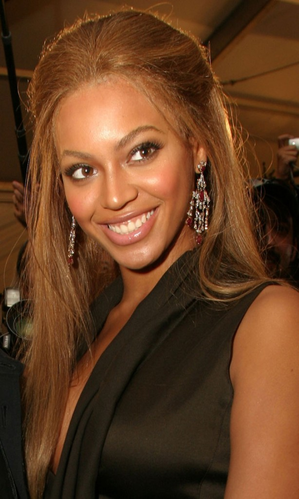 La demi-queue coque de Beyoncé en Septembre 2003 !