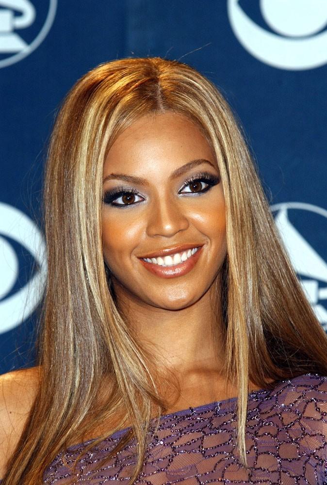 Le balayage sur cheveux lisses de Beyoncé en Février 2002 !