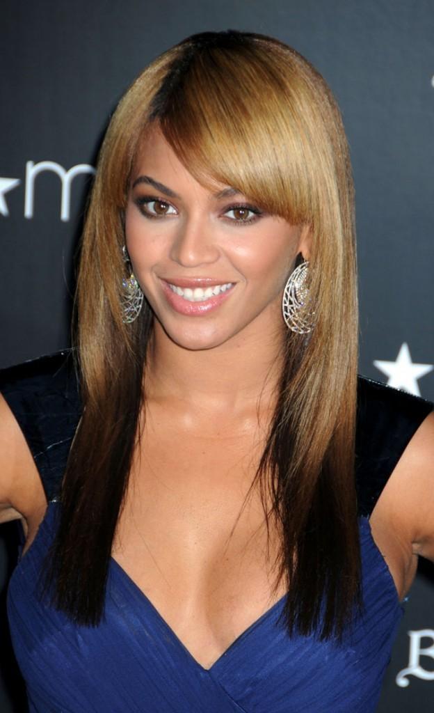 Visual Les cheveux lisses et blonds de Beyoncé en Février 2010 !