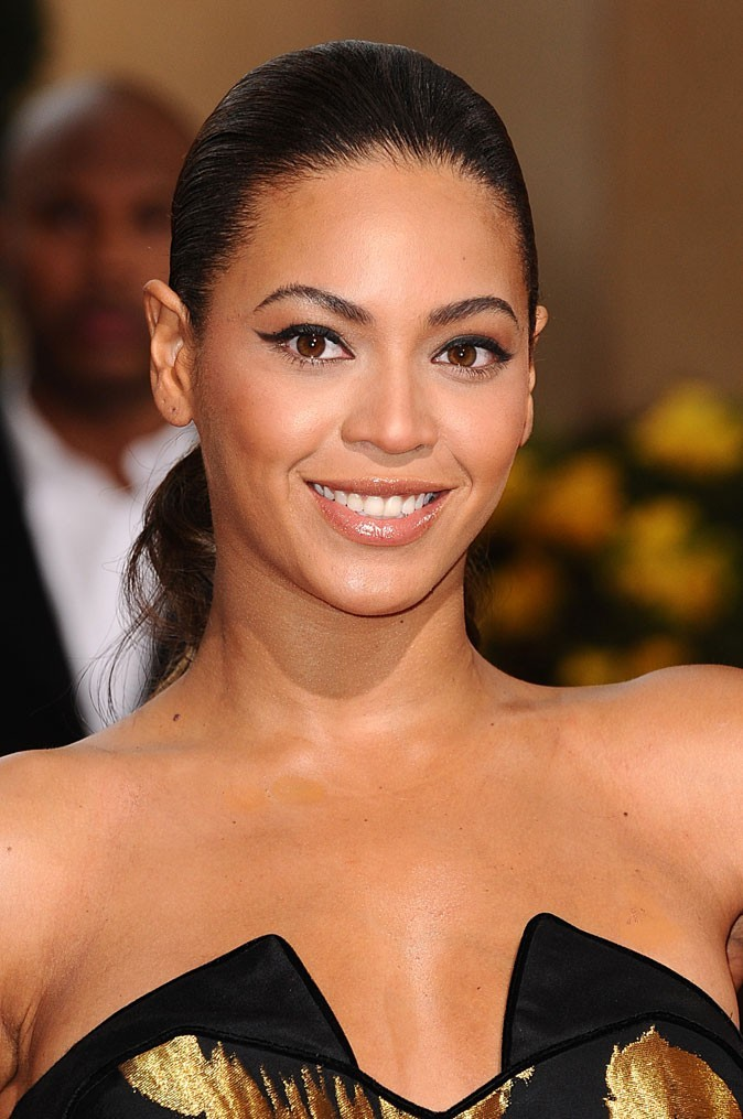 Les cheveux tirés de Beyoncé en Février 2009 !