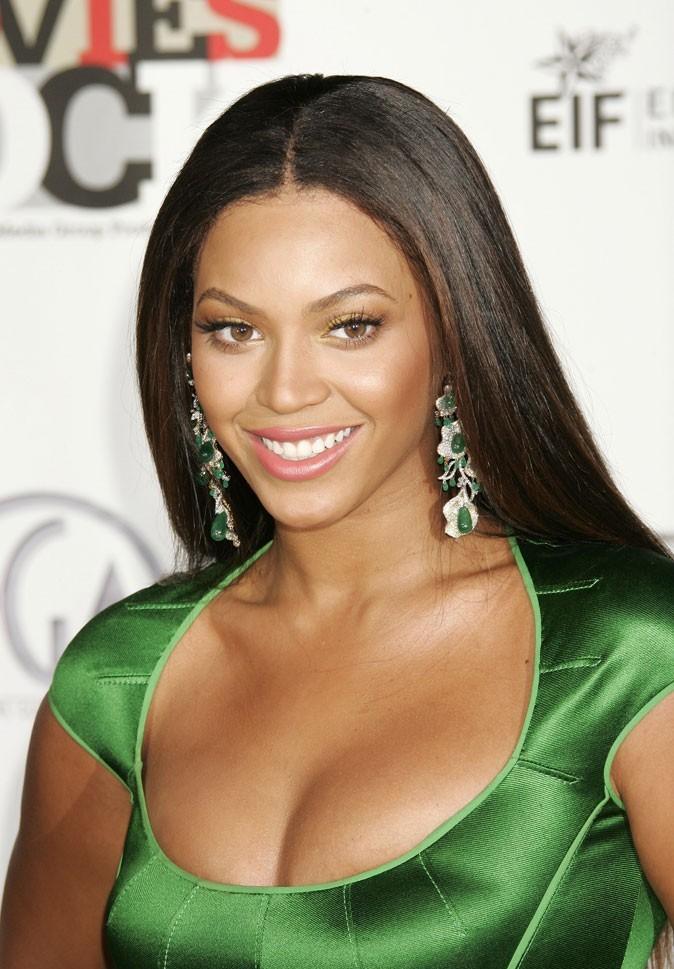 Les cheveux très foncés de Beyoncé en Décembre 2007 !