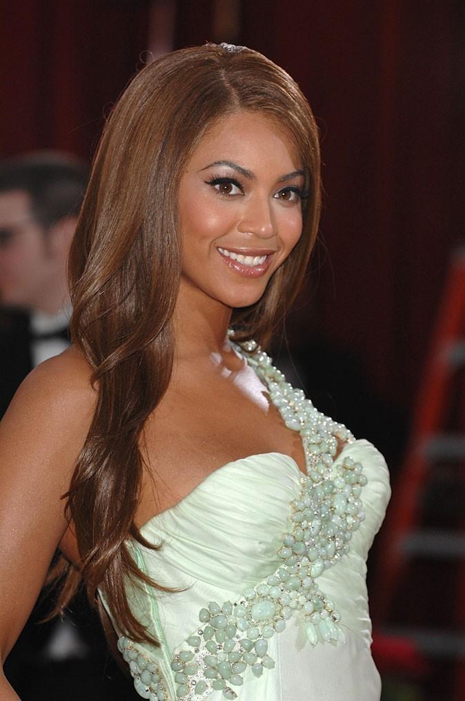 Les cheveux très longs et lisses de Beyoncé en Février 2007 !