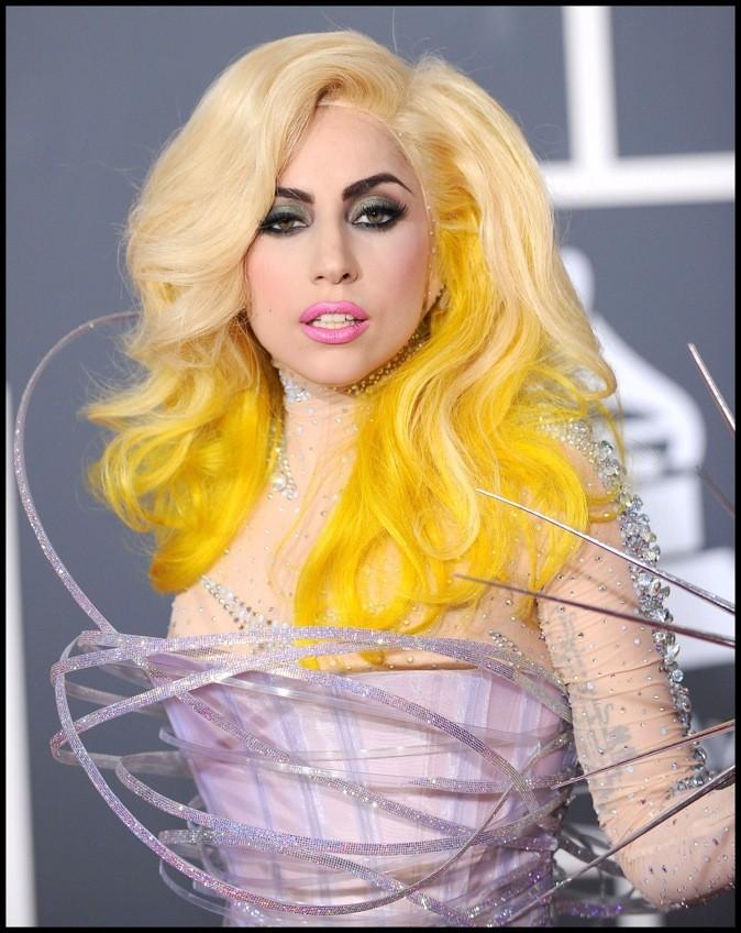 Janvier 2010 : Lady Gaga et ses cheveux jaunes