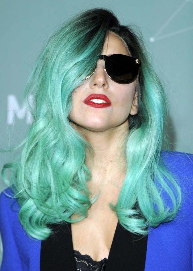 Juin 2011 : Lady Gaga avec les cheveux bleus