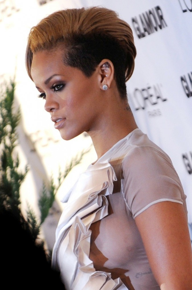 Rihanna et sa demi boule à zéro