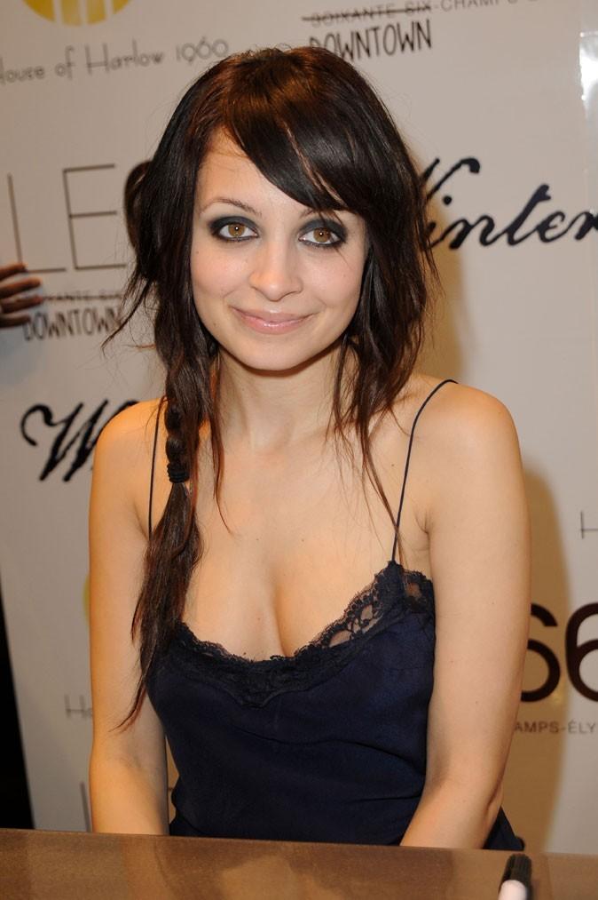 La tresse floue sur cheveux bruns et smoky noir de Nicole Richie en Février 2010 !