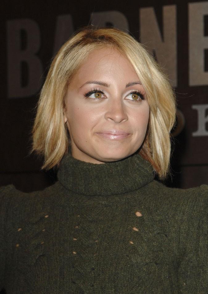 Le carré droit blond de Nicole Richie en Octobre 2010 !