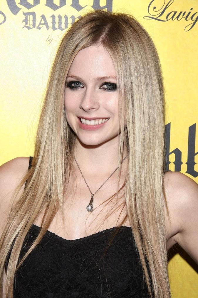 Dents de stars : le sourire d'Avril Lavigne aujourd'hui !