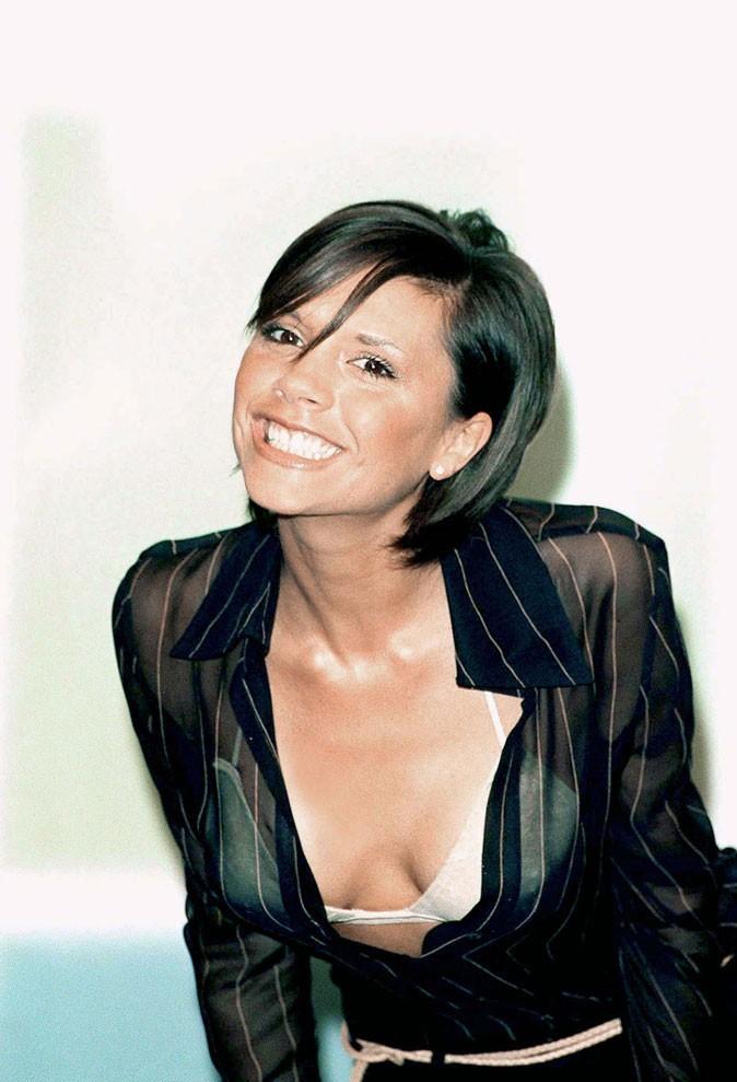 Vicoria Beckham en 2001 : s'est-elle fait refaire les dents ?