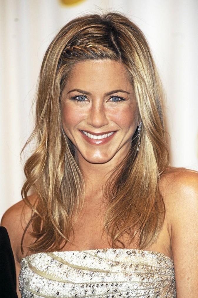 Jennifer Aniston : pour un coup lisse, elle ne jure que par la crème Euoko aux cristaux de la planète mars. 430 € tout de même !