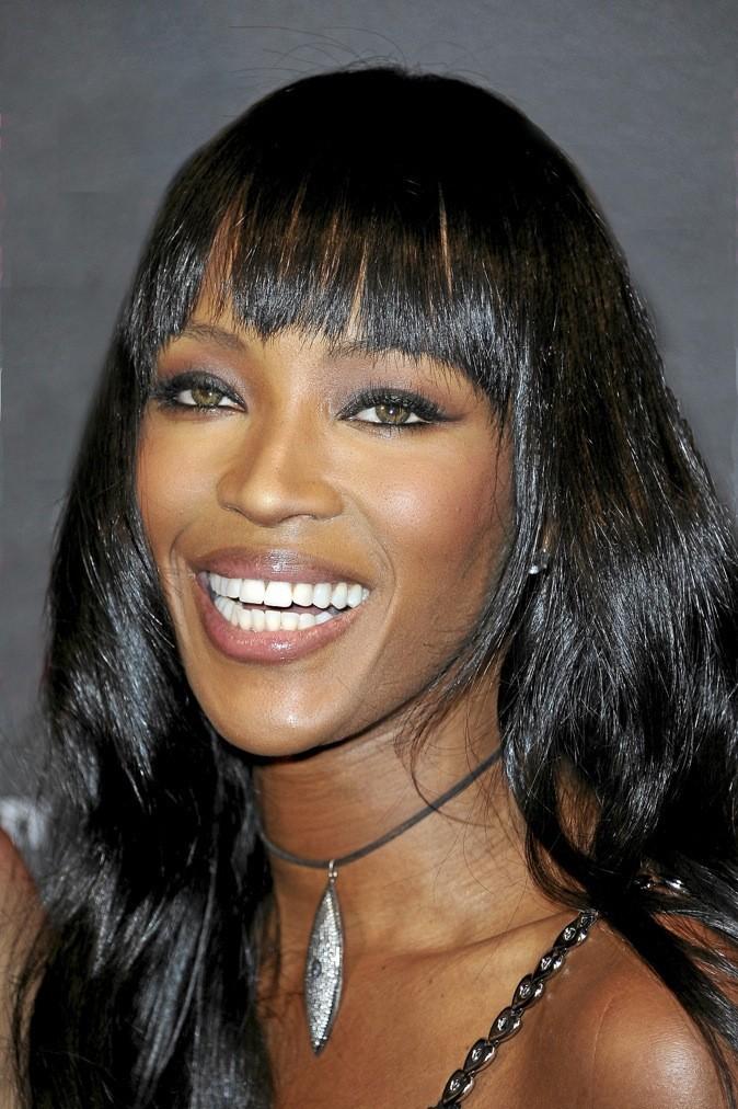 Pour son maquillage zéro défaut, Naomi Campbell ne jure que par la marque pluriethnique Iman Cosmetics, spécialiste des peaux noires !