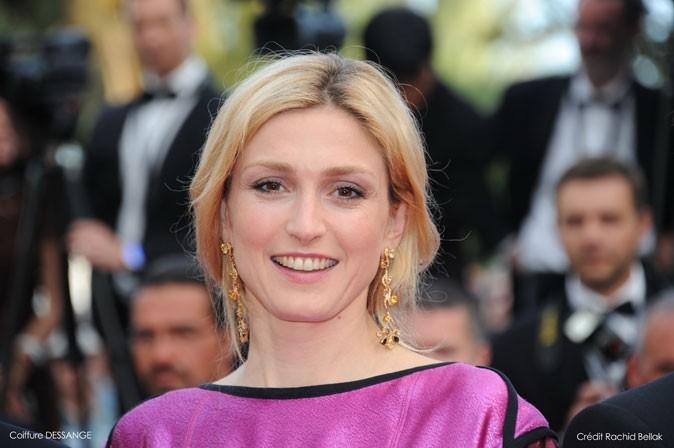 Coiffure de star au Festival de Cannes 2011 : la tresse en épi de Julie Gayet vue de face