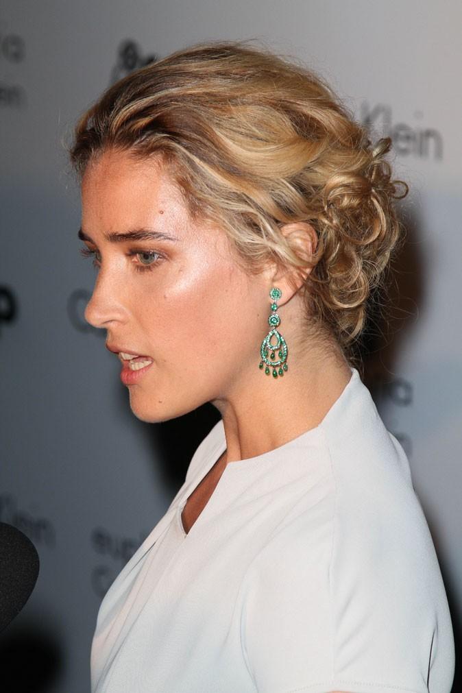Coiffure de star au Festival de Cannes 2011 : le chignon bas de Vahina Giocante