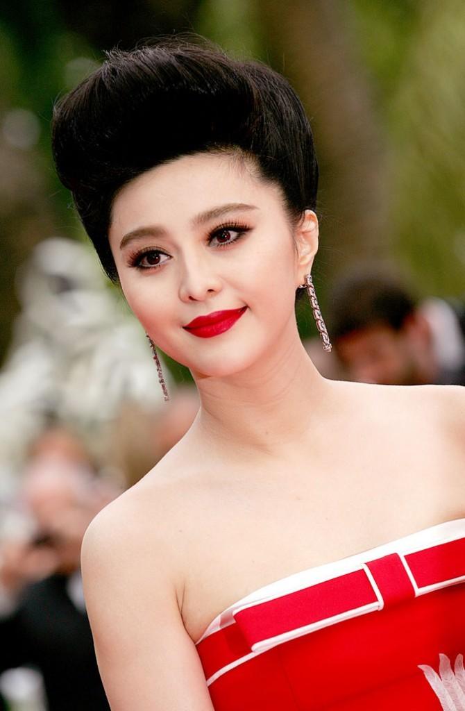 Coiffure de star au Festival de Cannes 2011 : le chignon maxi coque de Fan Bing Bing