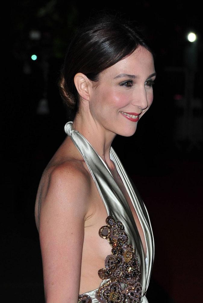 Coiffure de star au Festival de Cannes 2011 : le chignon plaqué d'Elsa Zylberstein
