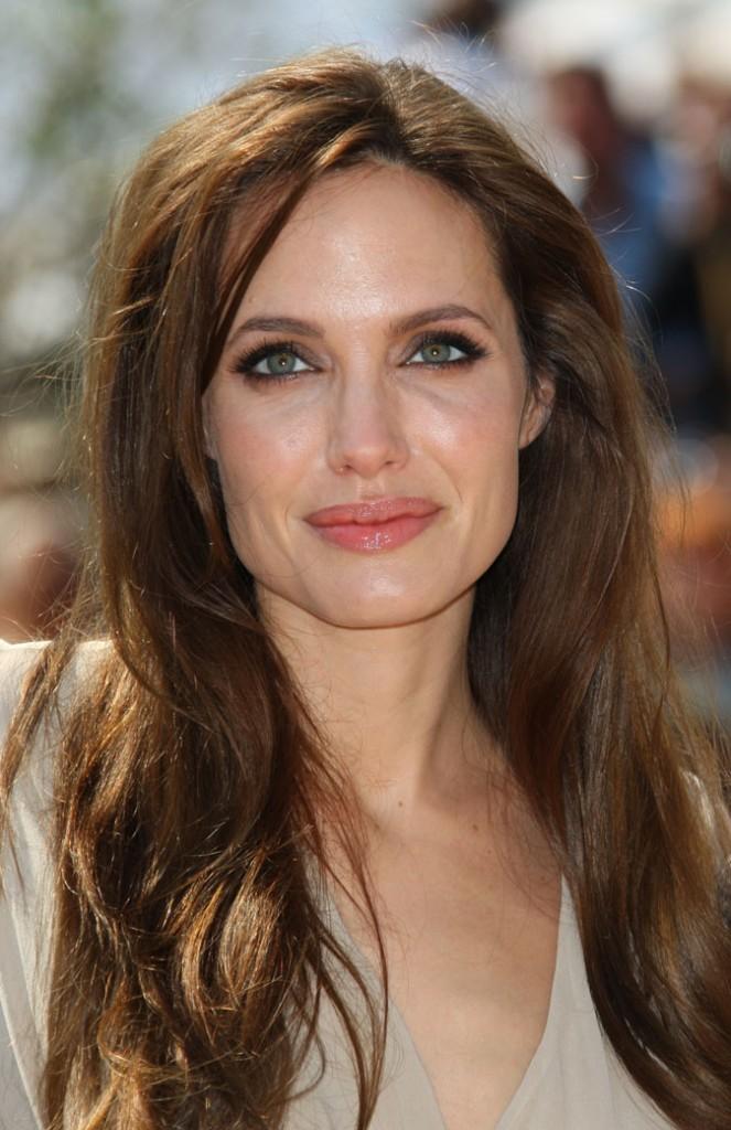 Maquillage de star au Festival de Cannes 2011 : le mascara maxi volume d'Angelina Jolie