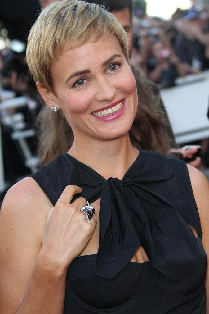 Maquillage de star au Festival de Cannes 2011 : le rouge à lèvres rose de Judith Godrèche