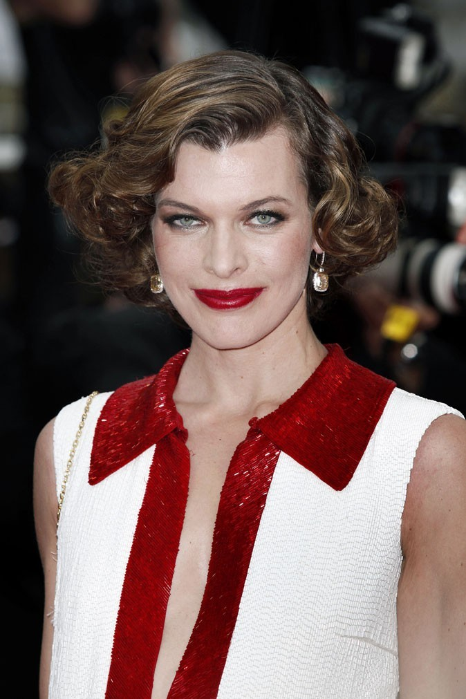 Maquillage de star au Festival de Cannes 2011 : le rouge à lèvres très rouge de Milla Jovovich