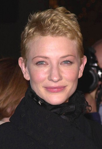 Cate Blanchett les cheveux courts.