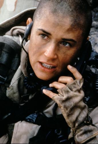 Demi Moore s'est rasé la tête pour les besoins du film A Armes égales.