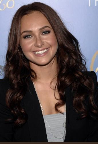 Hayden Panettiere est devenue brune.