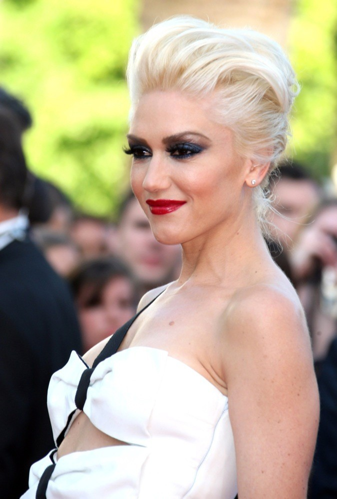 Gwen Stefani a un grain de beauté au dessus du sein gauche !