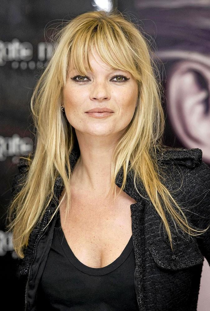 La frange effilée de Kate Moss