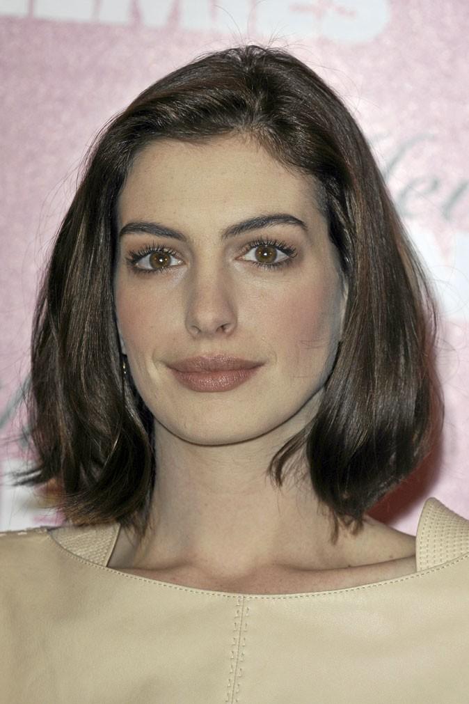 Une légère asymétrie dans le regard d'Anne Hathaway...