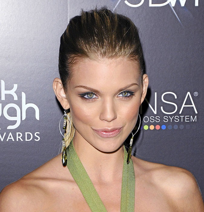 maquillage de star mode d 39 emploi du regard f lin d 39 annalynne mccord. Black Bedroom Furniture Sets. Home Design Ideas