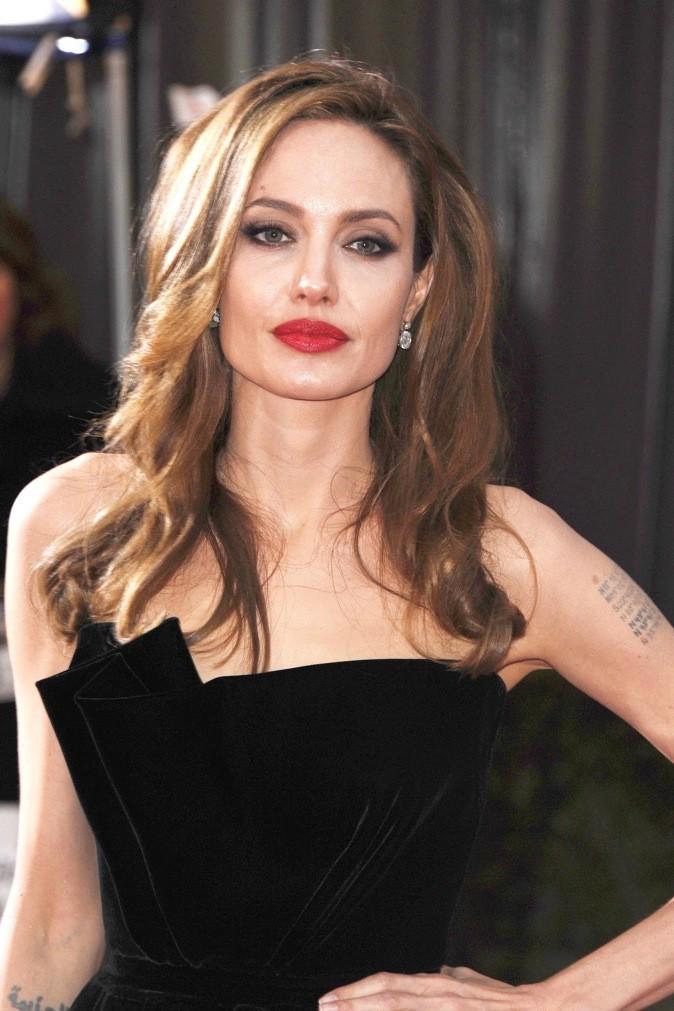 Angelina Jolie, un rouge framboise de femme fatale!