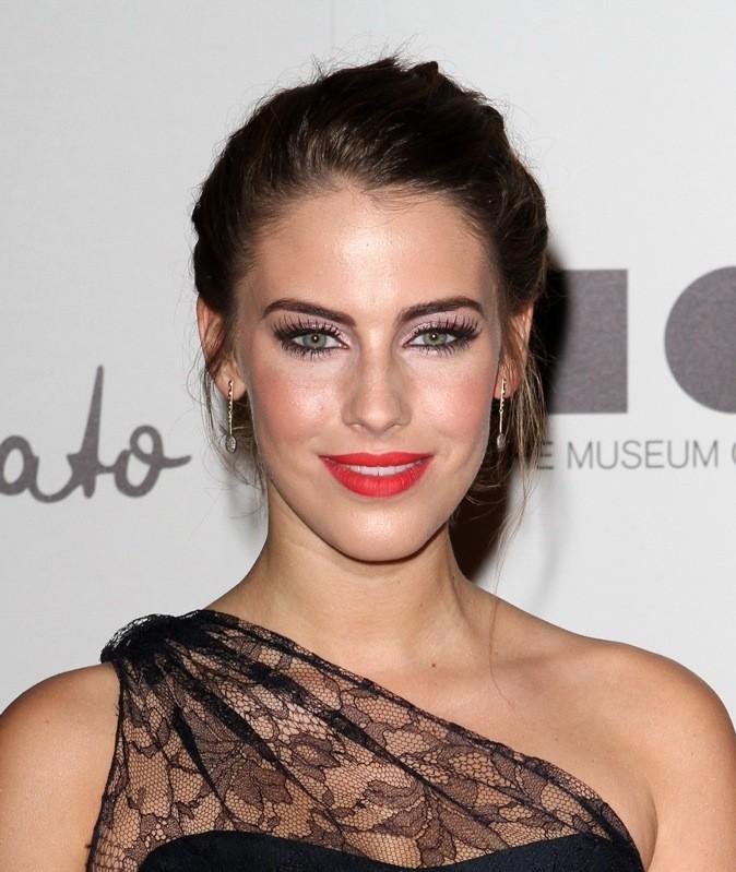 Jessica Lowndes : rouge mat et yeux de biche, un duo gagant!